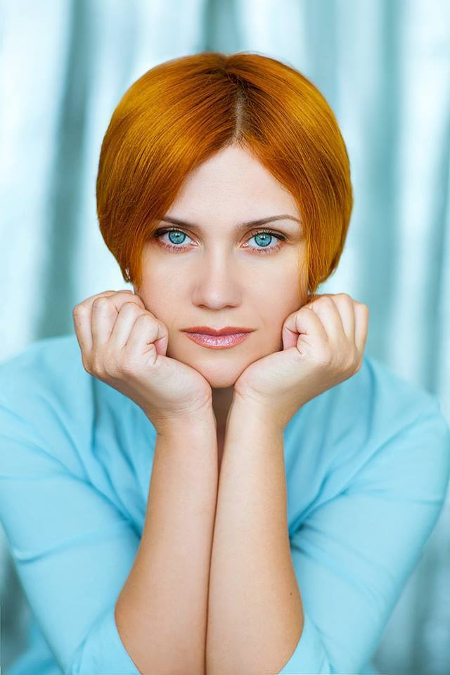 studio-portait-blue-eyes